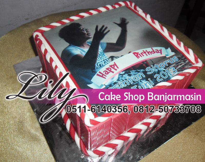 kue tampak samping kue ultah pakai foto edible cake aman