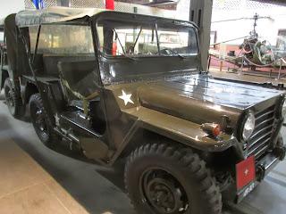 m 151 mutt army jeep