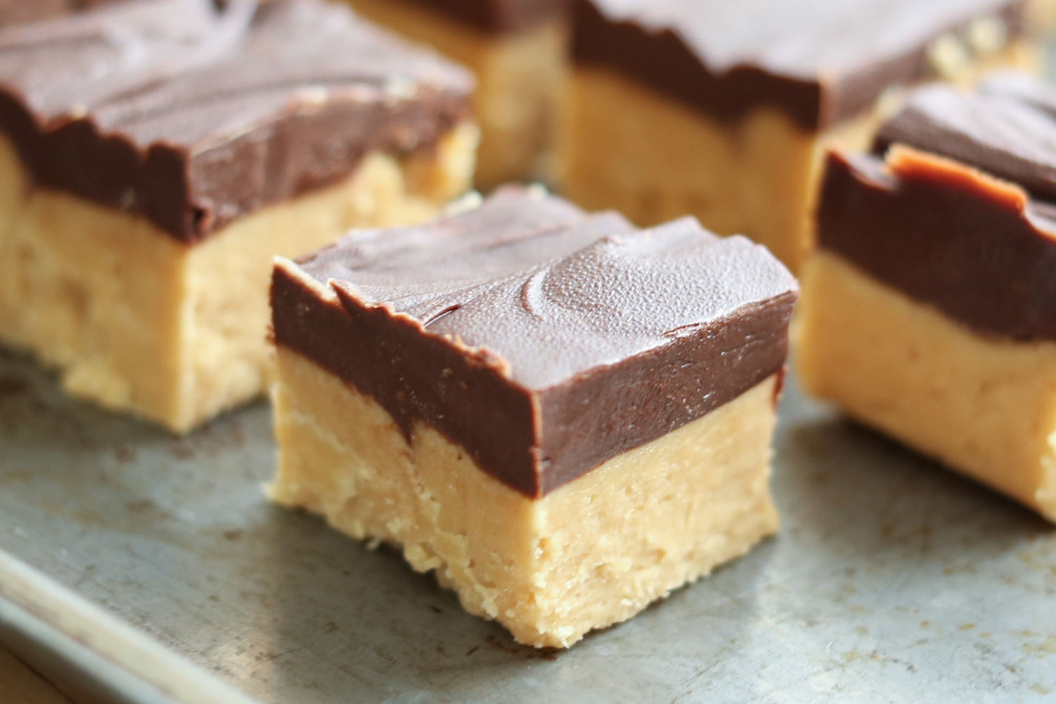 Easy Chocolate Peanut Butter Crunch Fudge Recipe — Dishmaps
