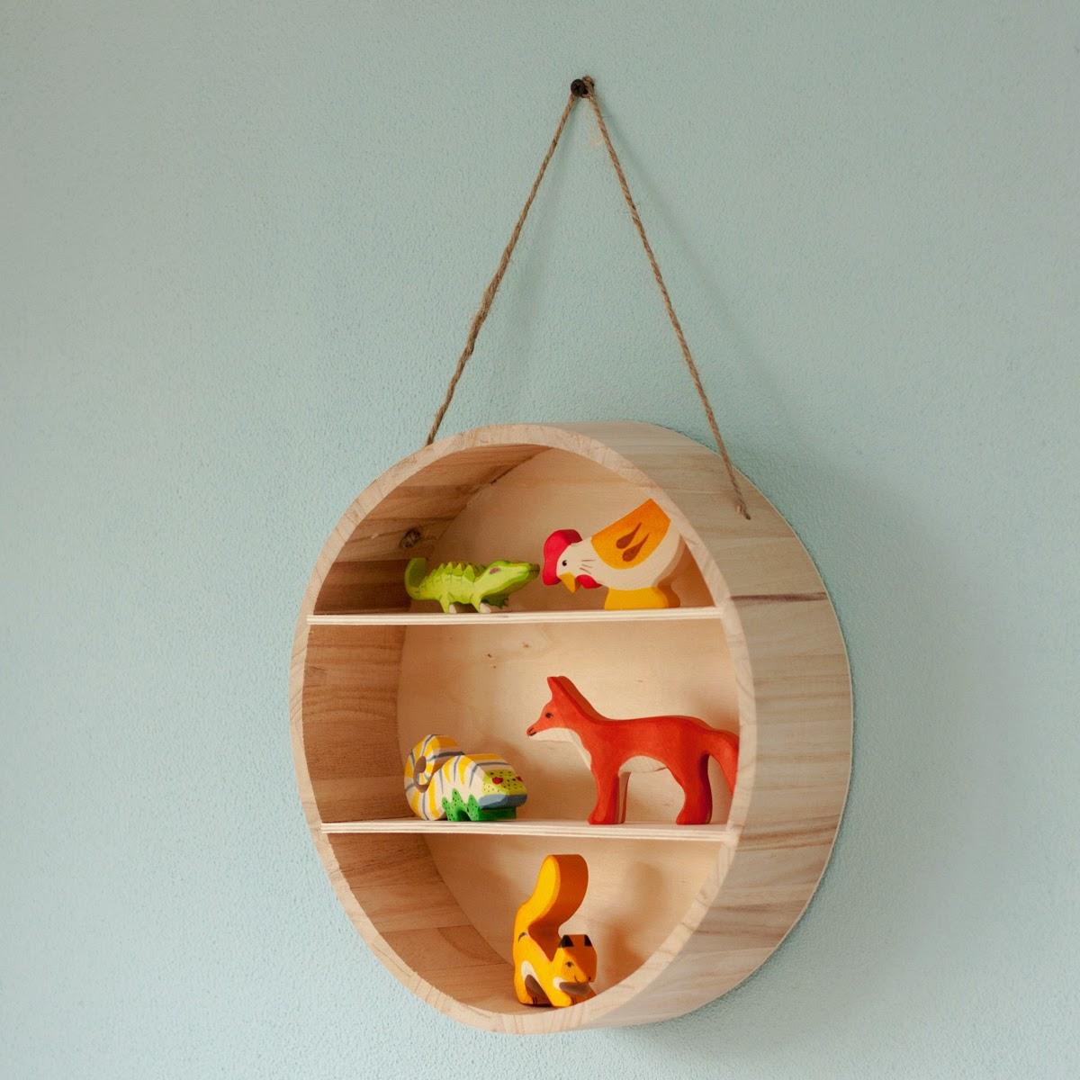 Rond houten kastje bij houtspel - Kamer voor volwassenen ...