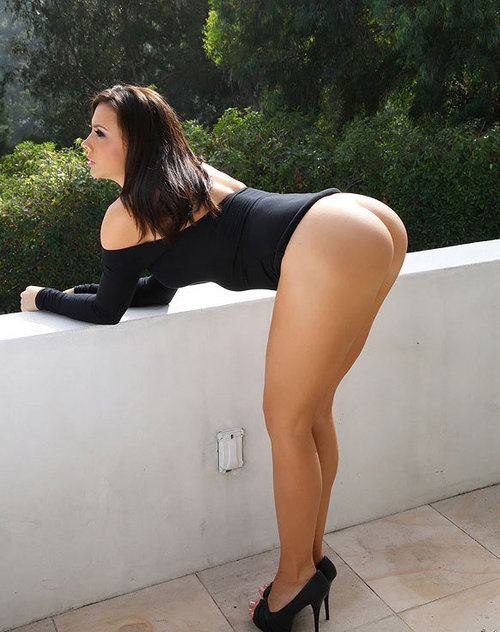 Beautiful round naked booty