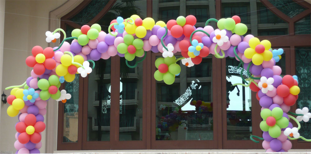 Balloon designs pictures balloon arch for Balloon decoration how to make