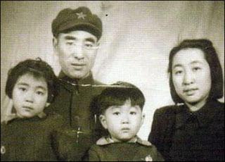 """""""El Incidente de Lin Biao desde dentro"""" - publicado en el blog Crítica Marxista-Leninista a partir de un libro de Qiu Jin - links para la descarga del texto completo de Qiu Jin y otro texto de Mao Zedong - en los mensajes hay otro texto relacionado Lin+Biao,+Ye+Qun+e+hijos"""