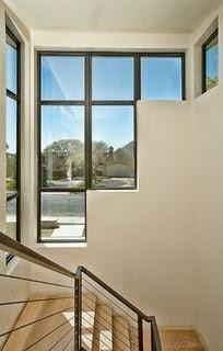 porraskäytävä, isot ikkunat, metallikaide