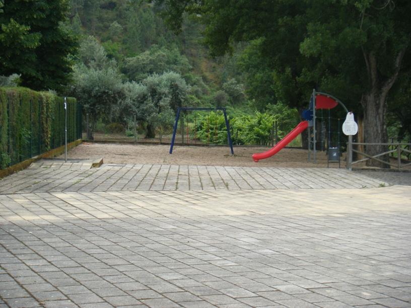 Parque Infantil de Aldeia Ruiva e Chuveiros