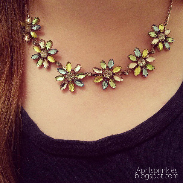 Daisy Necklace by April Sprinkles