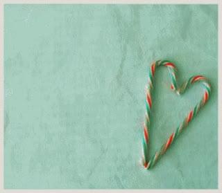 on s'amuse a former un coeur avec des bonbon