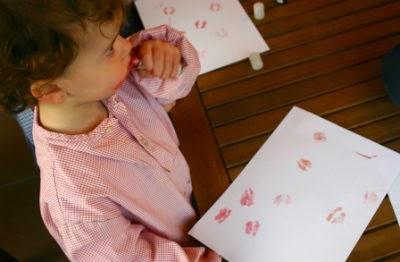 manualitat infantil estampem petons