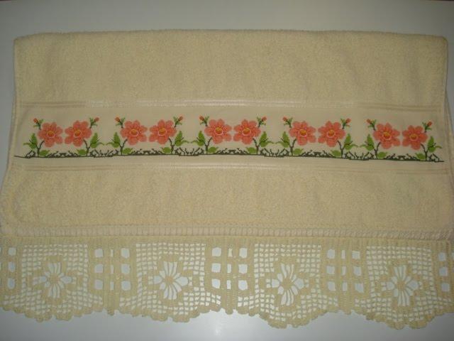 toalha de banho com crochê R$50,00
