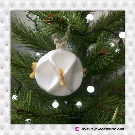 La yaya costurera bola de navidad con fieltro bola de - Bolas de navidad de fieltro ...