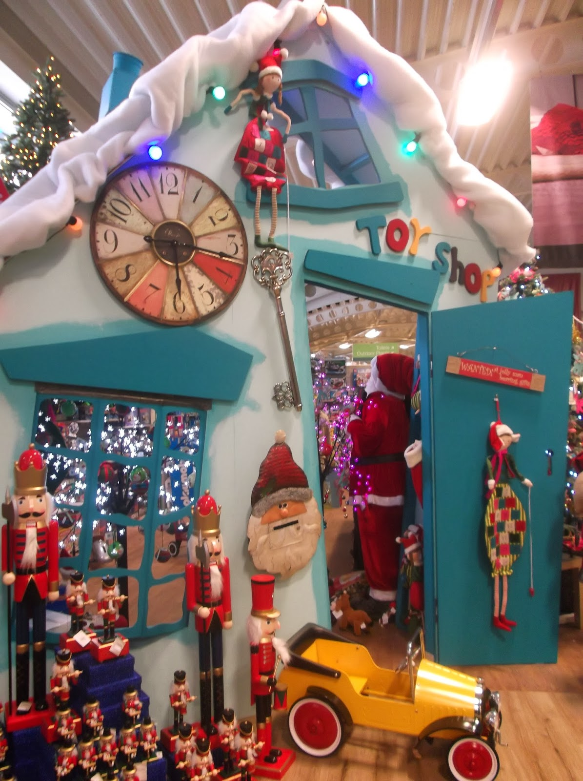 North West Images Hayes Garden World Christmas Display