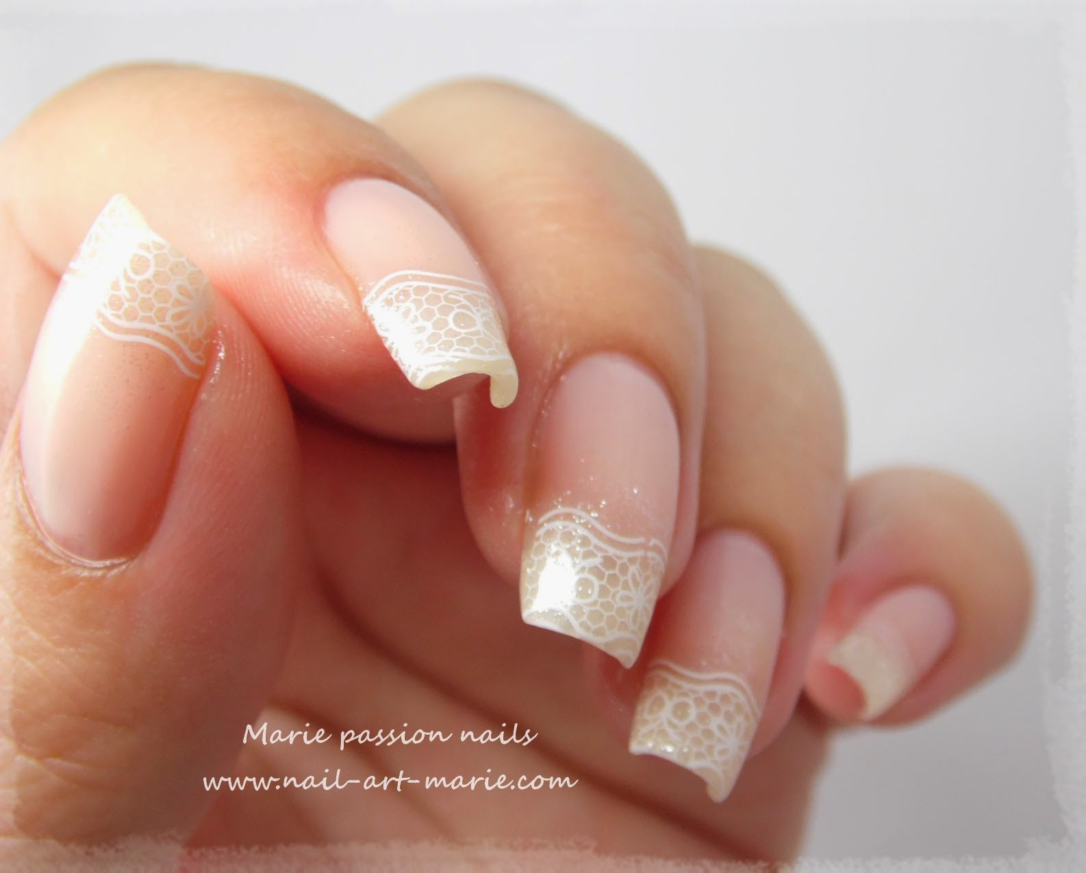 nail art french en dentelle7