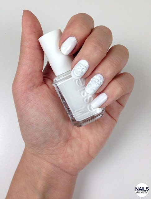 "Genutzt: Essence Studio Nails 24/7 Nail Base -  Essie ""Blanc"" -  P2 ""Eternal"" -  Seche Vite Dry Fast Top Coat -  Dotting Tool Nailsallover Nails all over"