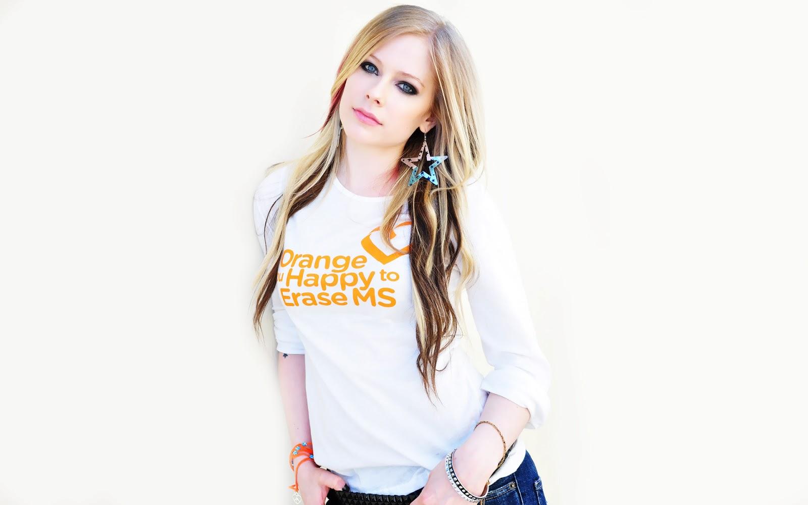 http://4.bp.blogspot.com/-YDpZ9Sx6sgI/UZTMyEvzvLI/AAAAAAAAAlQ/HCWIcphm81o/s1600/Avril+Lavigne+In+White+t-shirt+2013.jpg