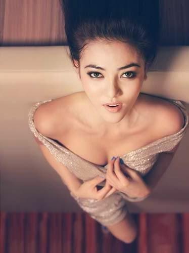 foto seksi Bella Shofie di ME Magazine