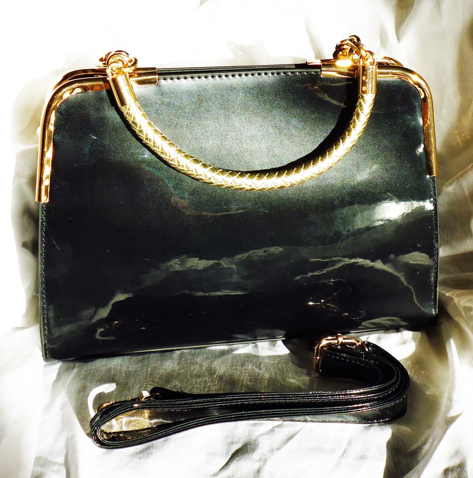http://www.ebay.fr/itm/sac-a-main-feminin-raffine-vernis-noir-poignees-tressees-bijoux-dores-de-qualite-/301087859342?ssPageName=STRK:MESE:IT