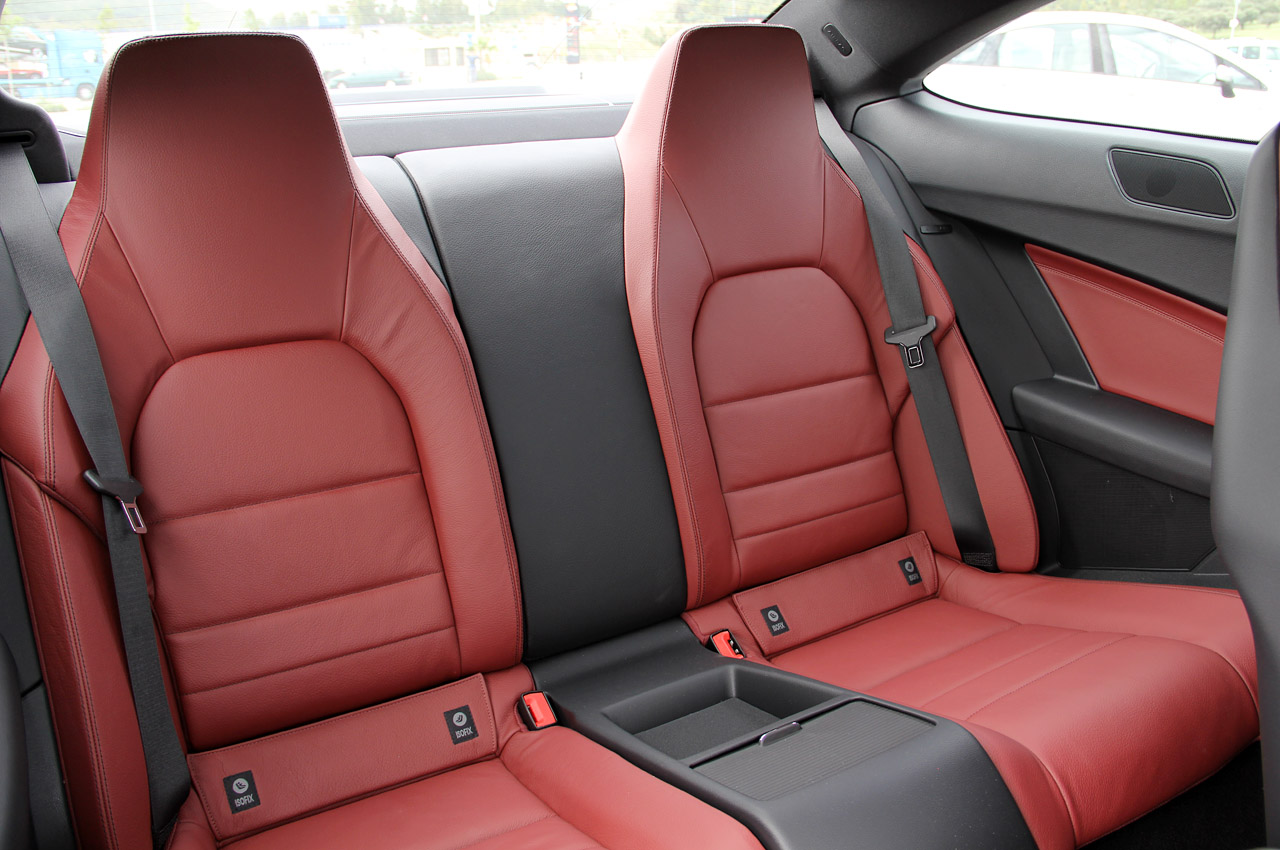 http://4.bp.blogspot.com/-YEAJA8HxwBI/TeayPMwDbaI/AAAAAAAAIns/A4Uo-YWbT0o/s1600/2012%2BMercedes-Benz%2BC-Class%2BCoupe%2BCockpit%2Brear-seating.jpg