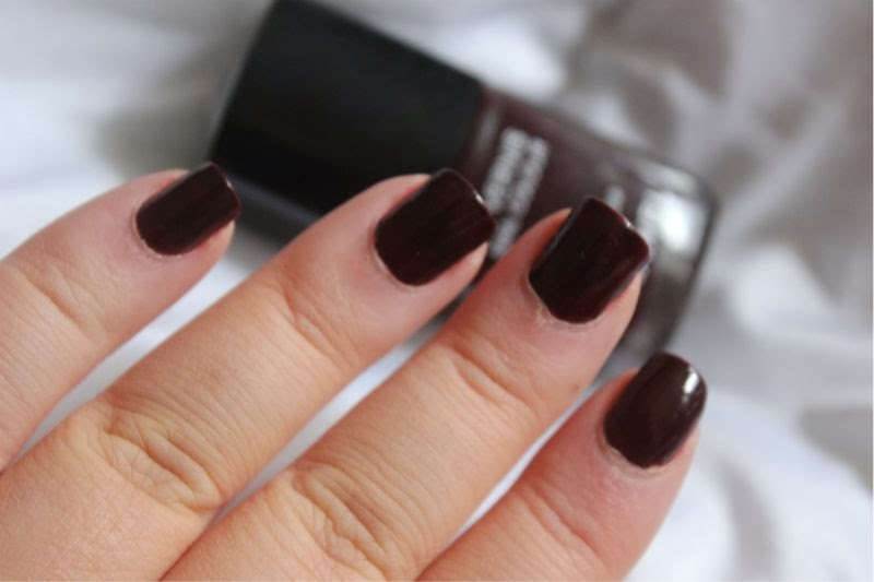 Chanel Le Vernis Nail Colour in Rouge Noir