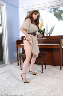 Twerking blondes - sexygirl-vio013AJS_244818007-746365.jpg