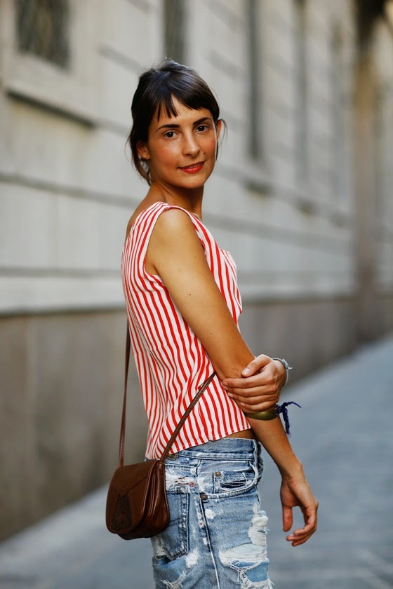 red_stripes_street_style