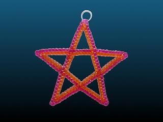 étoile à 5 branches réalisée en scoubidou
