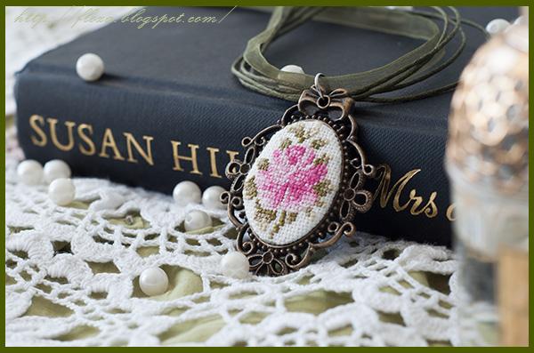 кулон винтаж, украшение вышивка, роза винтаж вышивка, кулон роза, вышивка миниатюра, украшение своими руками,