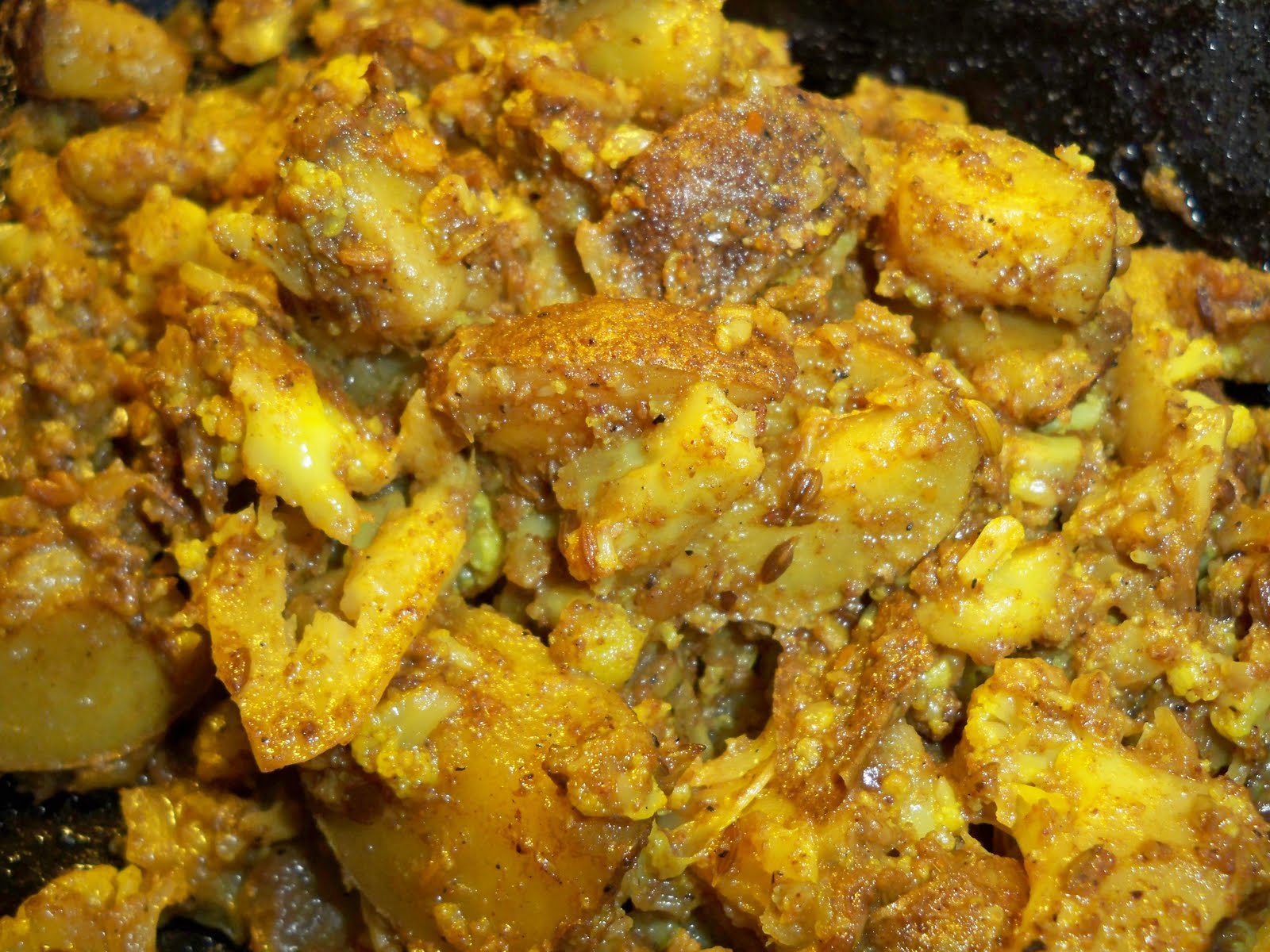 Cauliflower and Potatoes with Fenugreek and Fennel Seeds