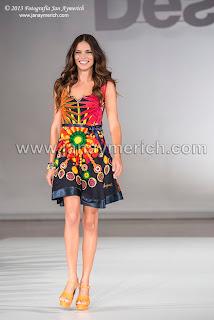 Adriana Lima Desfile Desigual 080 Barcelona Fashion Week 2014