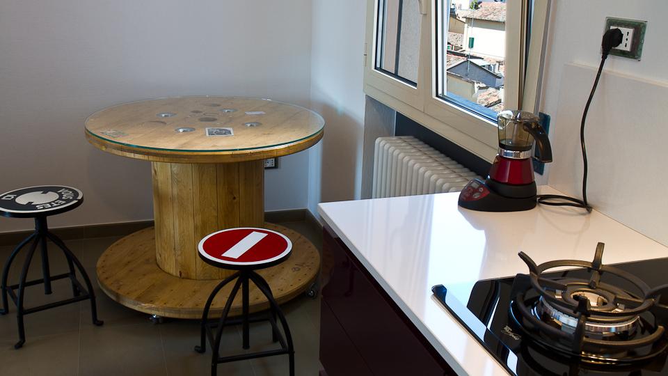 Favoloso RecycAll: Tavolino con bobina cavi elettrici KO26