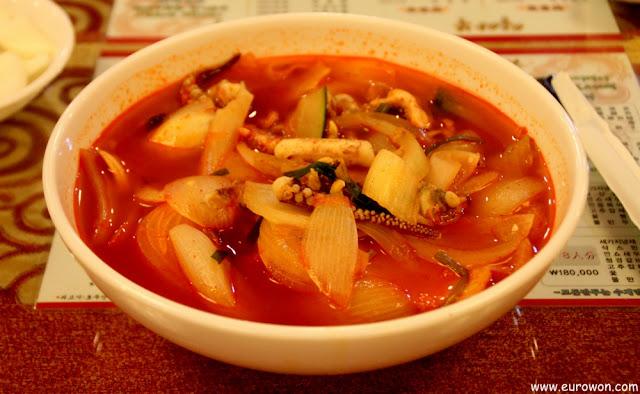 Jjamppong, un plato muy picante típico de los restaurantes chinos en Corea del Sur
