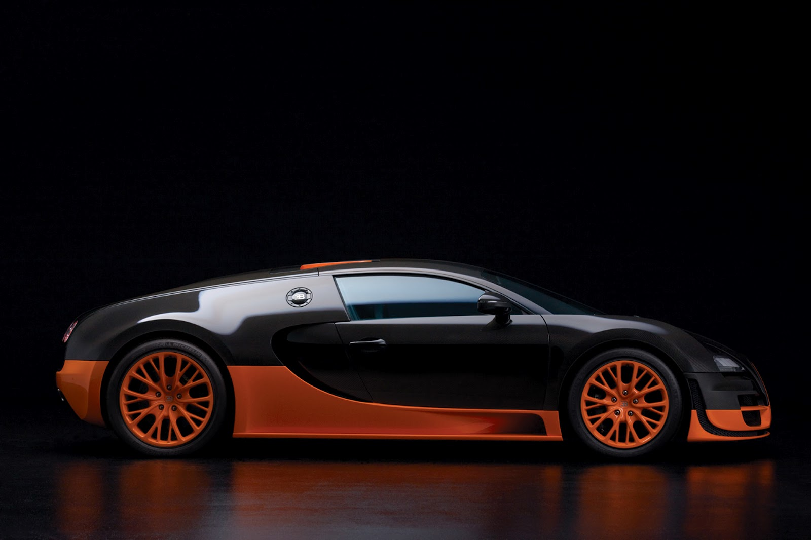 the super sport version of the veyron is the fastest street legal production car in the world with a top speed of 431 kmh 268 mph - Top 10 Fast Cars In The World 2012