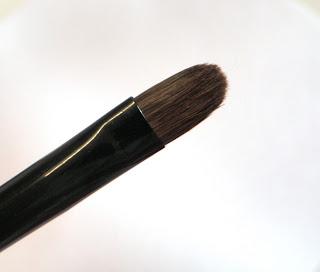 Small Flat Eyeshadow Brush.