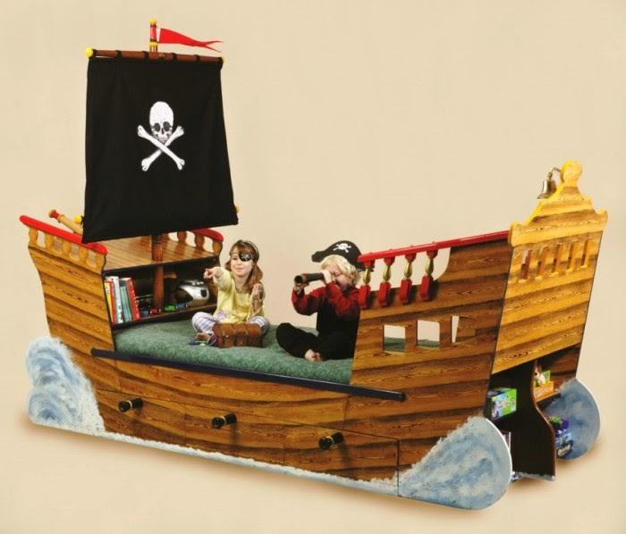 Desain kamar tidur anak yang benar-benar mirip kapal laut pirate carribean
