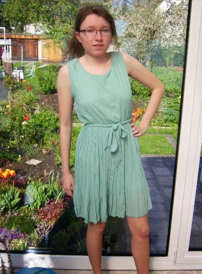 acevog kleider r cke. Black Bedroom Furniture Sets. Home Design Ideas