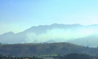 Llanes, vista de la sierra del Cuera desde el paseo de San Pedro