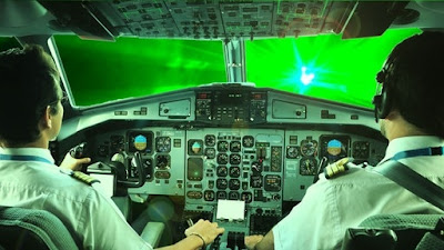As ameaças do raio laser para a aviação.