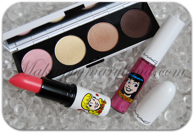Mac-cosmetics-archies-archie's-girls-collection-colección-betty-cooper-veronica-lodge-archie-andrews-girl-next-door-betty-bright-oh-oh-oh-lipstick-pintalabios-barra-labios-lustre-satin-glosses-lipglass-gloss-summer-sweetheart-stay-sweet-kiss-&-dont-tell-pearglide-intense-eyeliner-lápiz-khol-lord-it-up-black-swan-opulash-optimum-black-pigments-pigmentos-eye-cheers-my-dear-lucky-in-love-frost-eyeshadow-palette-paleta-sombras-ojos-caramel-sundae-cheryl-chic-dreammaker-showstopper-colorete-blush-beauty-powder-shell-pearl-foolish-foolisth-me-powder-blush-veronica-daddys-little-girl-ronnie-red-boyfriend-stealer-lipstick-labial-barra-labios-mac-gloss-mail-madness-strawberry-malt-feeling-so-good-pearglide-petrol-blue-designer-purple-spoiled-rich-palette-paleta-sombras-ron-ron-run-pin-up-purple-gravel-opulash-bad-bad-black-past-curfew-magig-spells-prom-princess-veronicas-blush-franky-scarlet-play-it-proper-double-trouble-look-recreation-swatches-pigmentacion-pigmentation-eotd-fotd-eye-makeup-beauty-belleza-makeup-instagram-instablogger-cosmetica-blog-makeupbymaryland-maryland-maccosmetics-mac-españa-blog-belleza-español-stylelovely-beautyblog