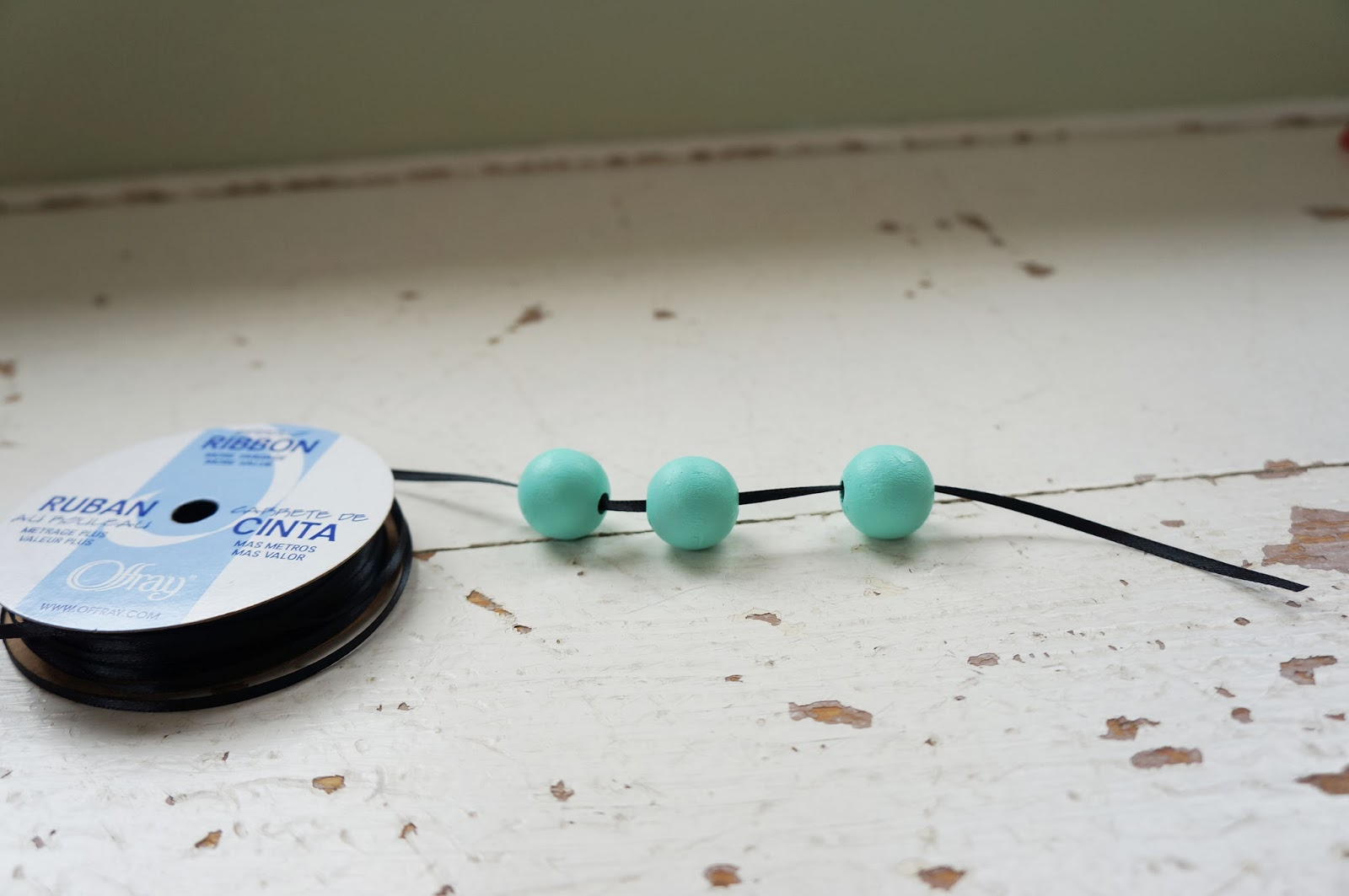 DIY wooden bead necklace