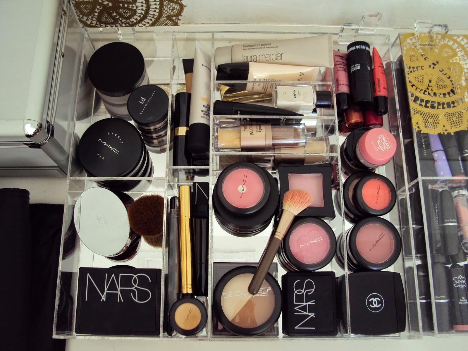 Makeup By Clara: Dicas de como organizar sua penteadeira #947637 1600x1200