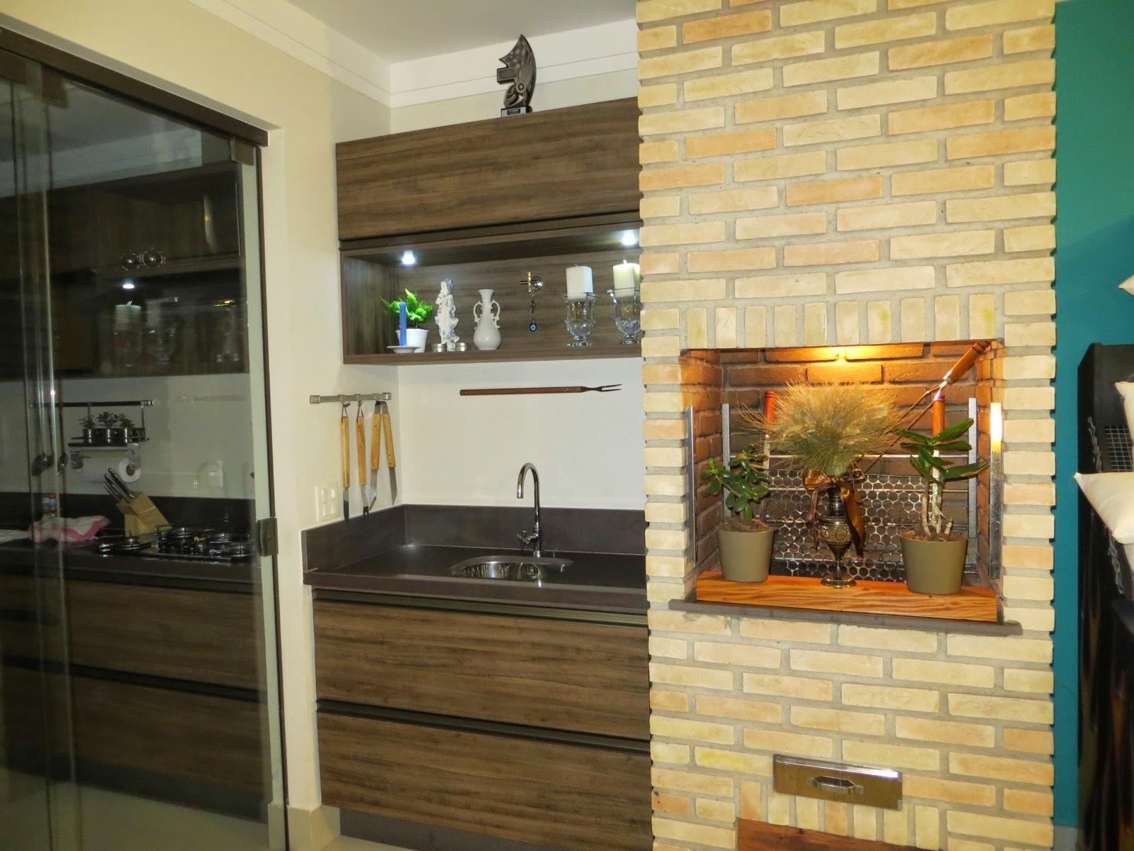 de Bilhar: Cozinha e área de churrasqueira integradas em madeira  #A36928 1600x1200