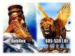Cea dintîi semăna cu un leu, şi avea aripi de vultur. M'am uitat la ea, pînă în clipa cînd i s'au smuls aripile; şi, sculîndu-se de pe pămînt, a stat drept în picioare ca un om, şi i s'a dat o inimă de om. Daniel 7:4