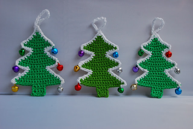 Crochet Christmas tree pattern and tutorial: image of three crocheted Christmas trees