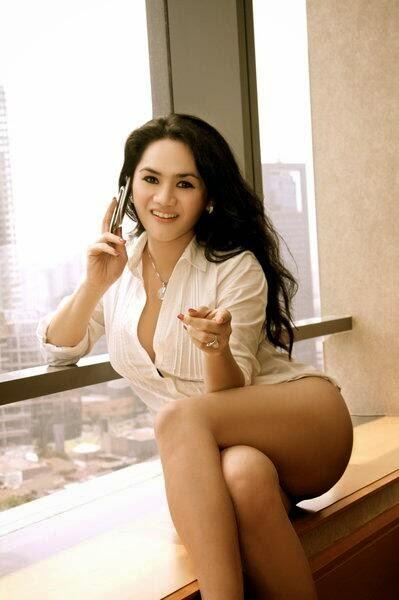 Gambar Bugil FOTO HOT Pose Hot Model Wulan Ekarina
