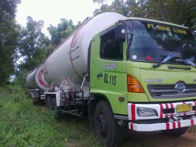 http://4.bp.blogspot.com/-YHgJq_hzoJQ/T-TApbdelvI/AAAAAAAABX4/D65C6J_1rgc/s1600/truk+nyasar+di+hutan.jpg