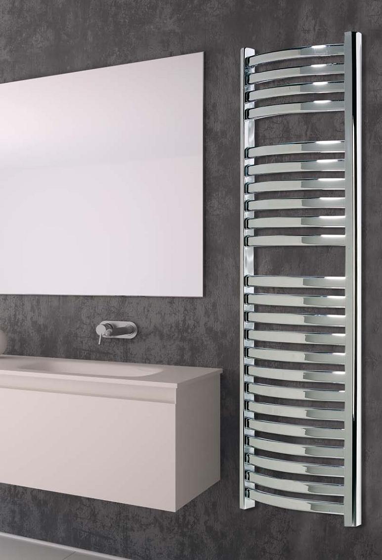 Radiador secatoallas baño madeira