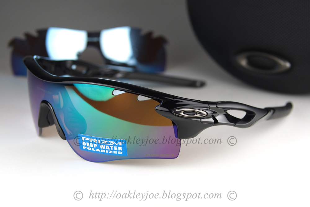 8608e4392ae polished black + deep water prizm polarized  490 comes with additional  shallow deep blue polarized lens pre coated with Oakley hydrophobic nano  solution