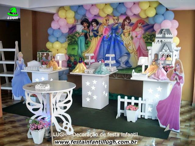 Decoração provençal com o tema Princesas Disney para festa de aniversário infantil de meninas