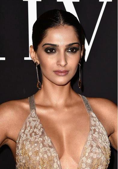 Sonam+Kapoor+at+the+Giorgio+Armani+Prive+in+Paris+1.jpg
