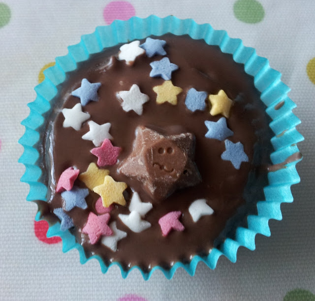chocolate, cake, icing, popping candy, stars, decorate, bake, baking, cakes, creative baking