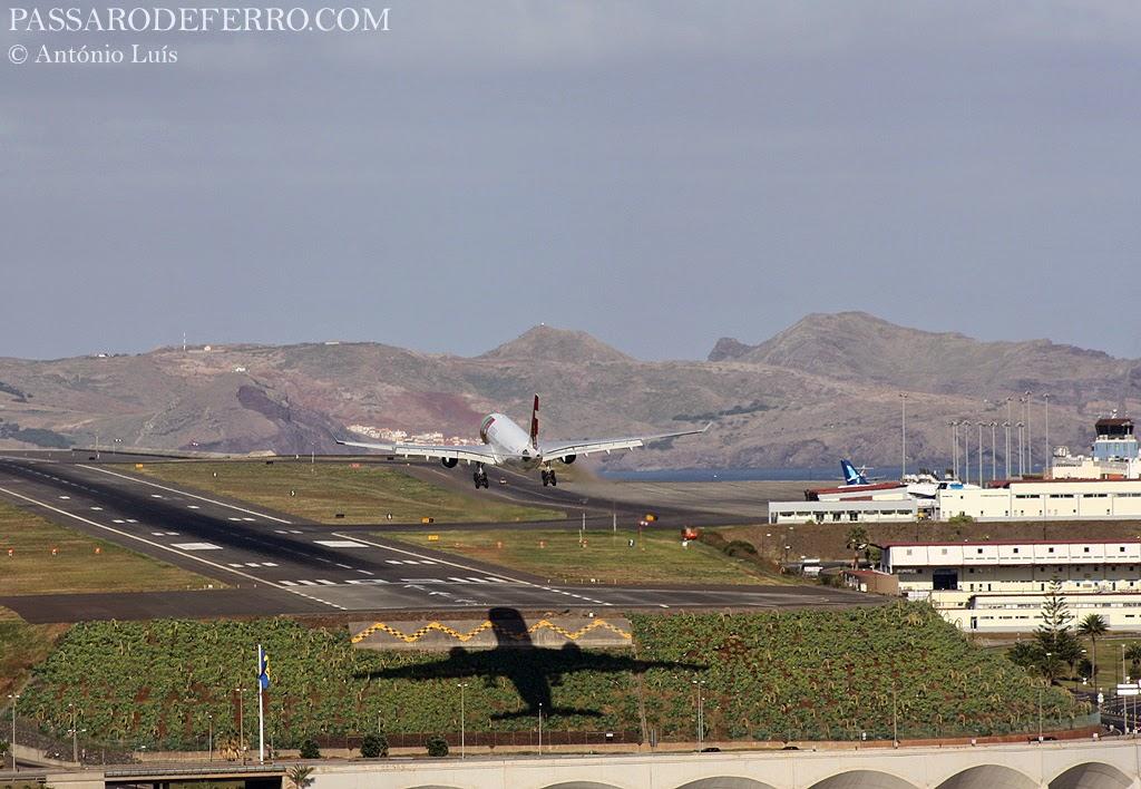 Aeroporto Madeira : Anos do aeroporto da madeira porta de embarque